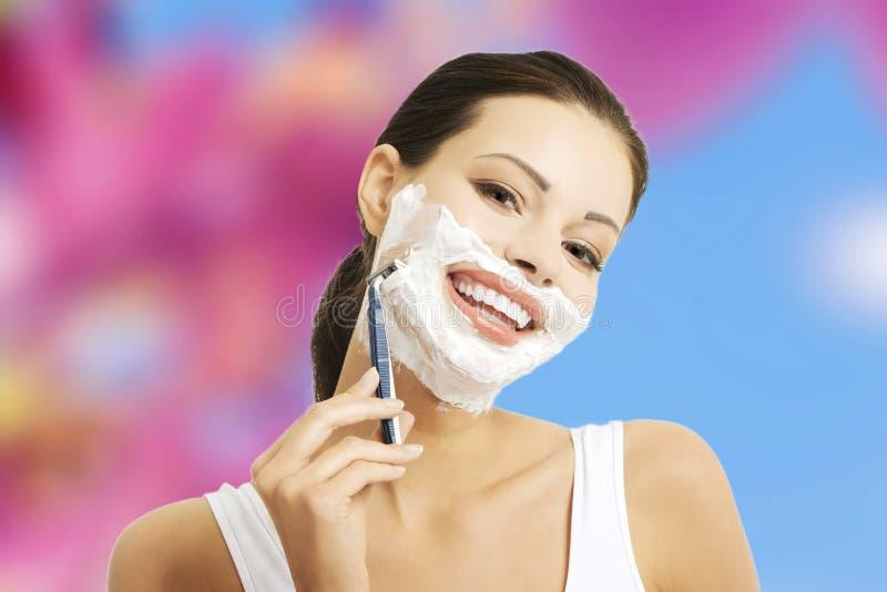 Πρόσωπο ξυρίσματος γυναικών στοκ φωτογραφίες με δικαίωμα ελεύθερης χρήσης