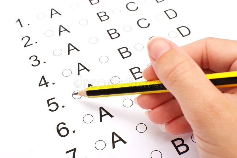 Πρόσωπο που δίνει εξετάσεις στοκ φωτογραφία