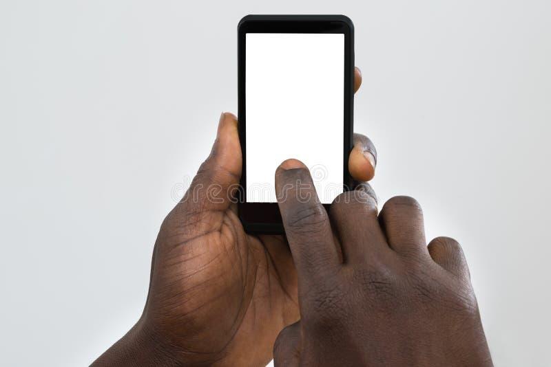 Πρόσωπο που χρησιμοποιεί το κινητό τηλέφωνο στοκ εικόνα με δικαίωμα ελεύθερης χρήσης