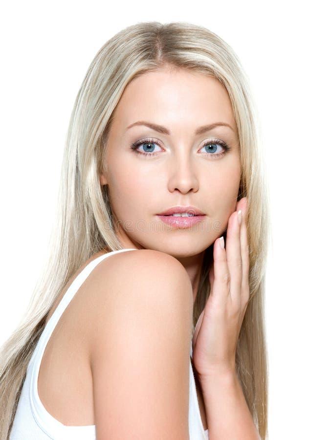 Πρόσωπο της νέας όμορφης γυναίκας στοκ φωτογραφία με δικαίωμα ελεύθερης χρήσης