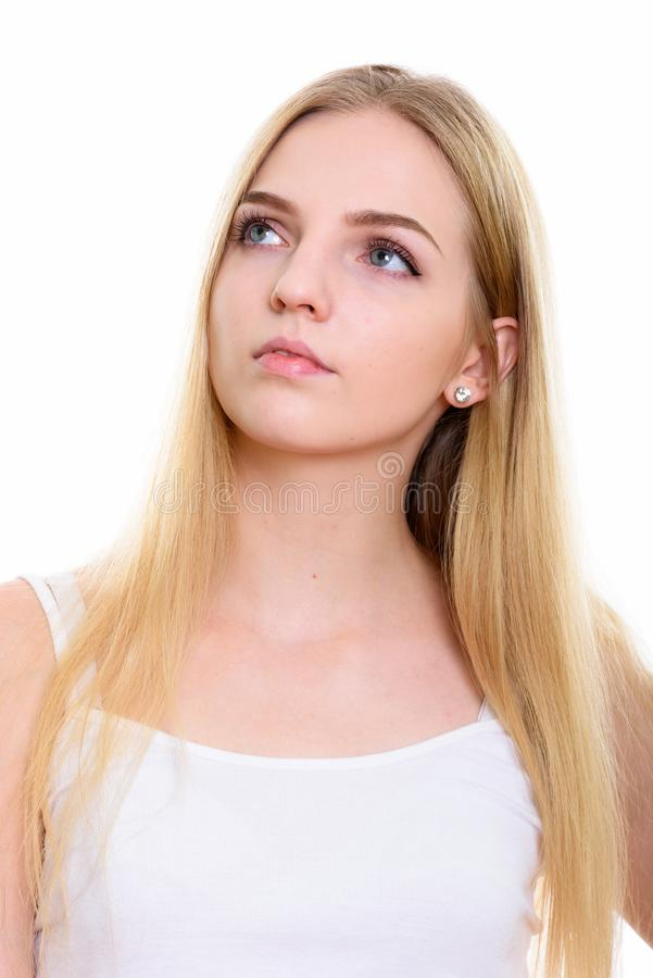 Πρόσωπο της νέας όμορφης σκέψης έφηβη ανατρέχοντας στοκ εικόνα