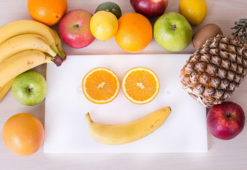 Πρόσωπο Smiley με τα φρούτα στοκ εικόνα