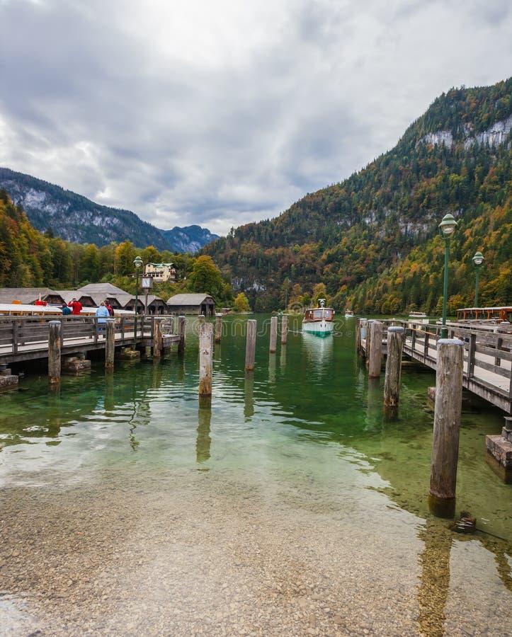 Πρόσδεση για τα σκάφη αναψυχής τουριστών στοκ φωτογραφία