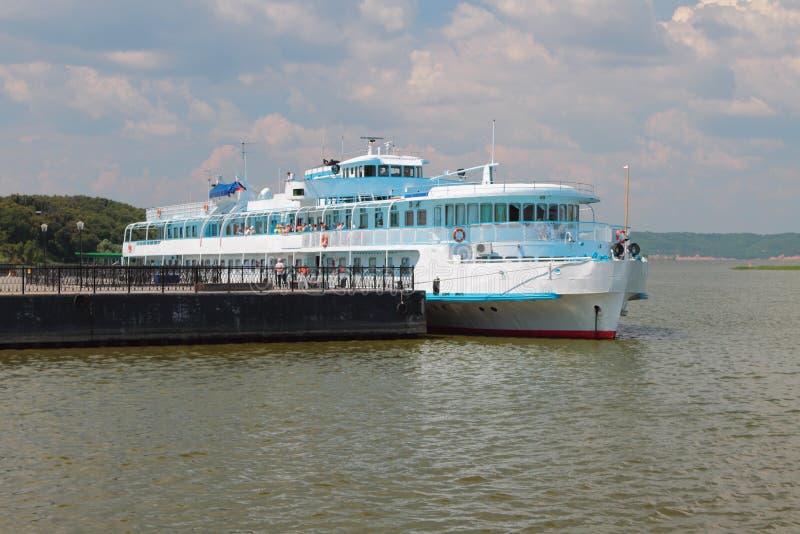 Πρόσδεση και σκάφος μηχανών επιβατών Bulgar, Ρωσία στοκ εικόνα