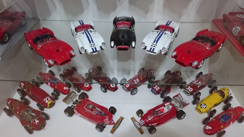 Πρότυπα αυτοκίνητα Ferrari στην επίδειξη - αυτοκίνητα φυλών και δρόμων της ιταλικής ιστορίας παραγωγών αυτοκινήτων στοκ εικόνες με δικαίωμα ελεύθερης χρήσης