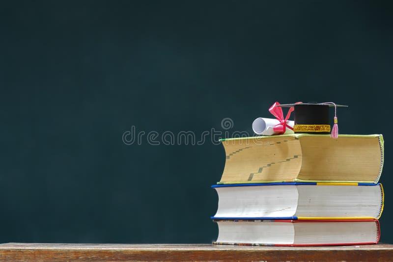 Πρότυπη βαθμολόγηση ΚΑΠ και πιστοποιητικό βαθμολόγησης στα βιβλία στοκ φωτογραφία με δικαίωμα ελεύθερης χρήσης