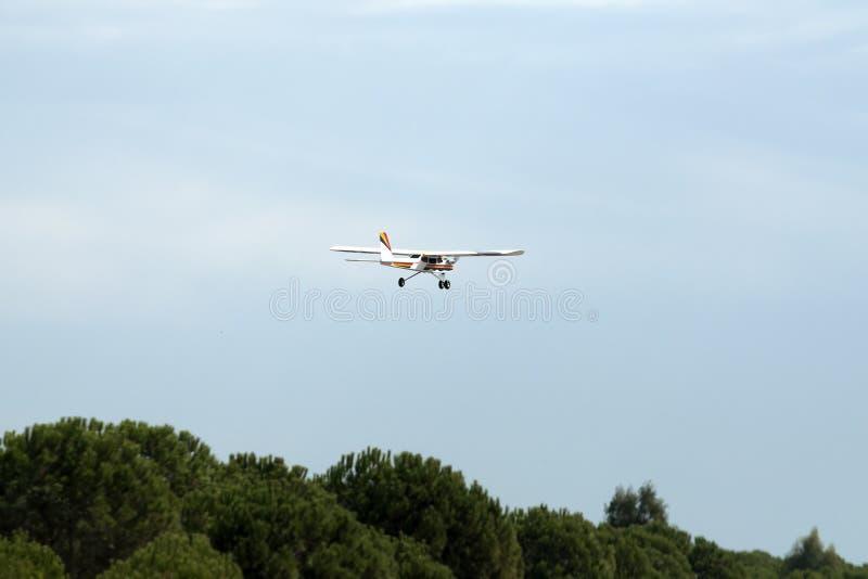 Πρότυπη περιστροφή αεροπλάνων ακροβατικής επίδειξης αεροπλάνων στοκ φωτογραφίες με δικαίωμα ελεύθερης χρήσης
