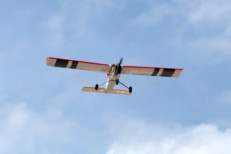 Πρότυπη περιστροφή αεροπλάνων ακροβατικής επίδειξης αεροπλάνων στοκ εικόνα