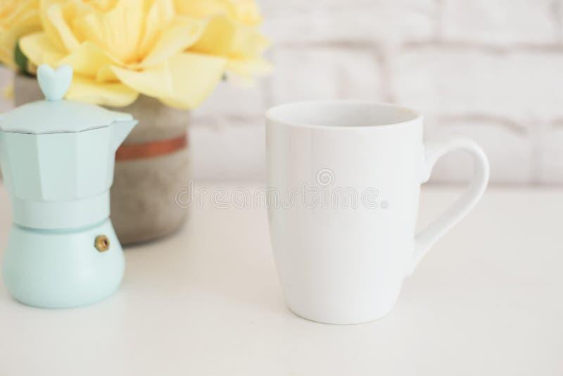 Πρότυπο κουπών Πρότυπο φλυτζανιών καφέ Πρότυπο σχεδίου εκτύπωσης κουπών καφέ Άσπρο πρότυπο κουπών κενή κούπα Ορισμένη εικόνα προϊ στοκ εικόνα με δικαίωμα ελεύθερης χρήσης