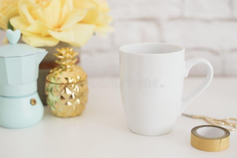Πρότυπο κουπών Πρότυπο φλυτζανιών καφέ Πρότυπο σχεδίου εκτύπωσης κουπών καφέ Άσπρο πρότυπο κουπών κενή κούπα Ορισμένη εικόνα προϊ στοκ εικόνες