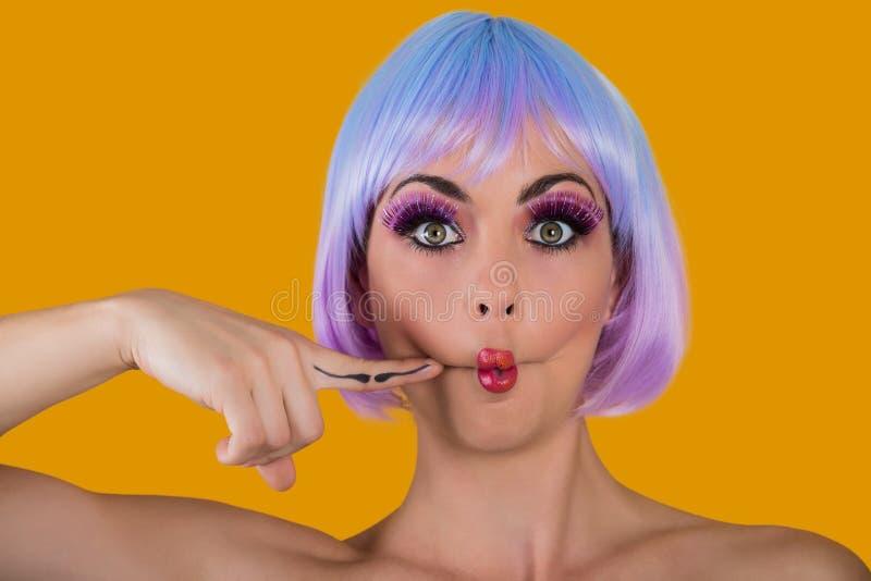 Πρότυπο μορφασμού glam με τα χείλια ψαριών στοκ εικόνες με δικαίωμα ελεύθερης χρήσης