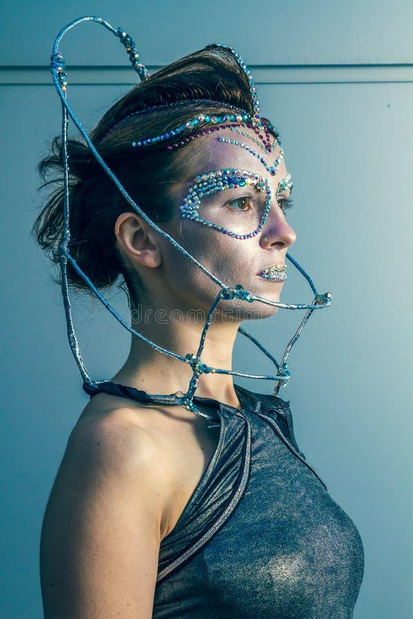 Πρότυπο μόδας με το φουτουριστικές hairstyle και τη σύνθεση στοκ εικόνες με δικαίωμα ελεύθερης χρήσης