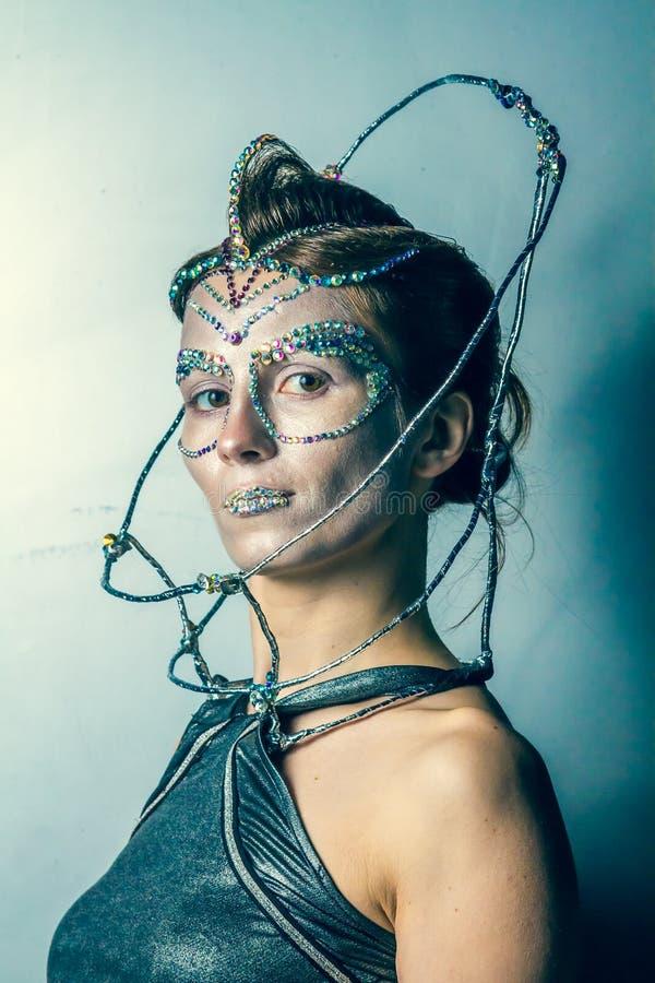 Πρότυπο μόδας με το φουτουριστικές hairstyle και τη σύνθεση στοκ φωτογραφίες με δικαίωμα ελεύθερης χρήσης