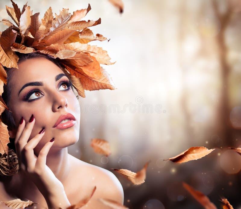 Πρότυπο μόδας ομορφιάς σε Autmn στοκ φωτογραφία