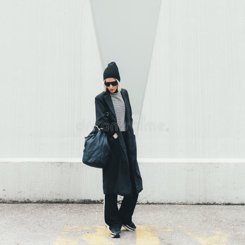 Πρότυπο μόδας στην οδό στοκ φωτογραφίες με δικαίωμα ελεύθερης χρήσης
