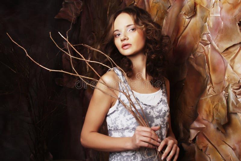 Πρότυπο μόδας στη διακόσμηση τέχνης στοκ φωτογραφία με δικαίωμα ελεύθερης χρήσης