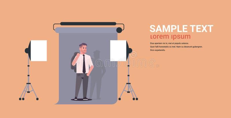 Πρότυπο νεαρών άνδρων στην επίσημη ένδυση που θέτει το σύγχρονο επαγγελματικό φωτογραφιών στούντιο εσωτερικό γραφείο χαρακτήρα κι διανυσματική απεικόνιση