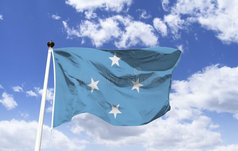 Πρότυπο σημαιών της Μικρονησίας, που κυματίζει κάτω από έναν μπλε ουρανό στοκ φωτογραφίες