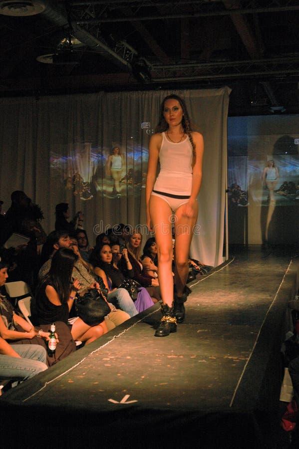 Πρότυπο στο Sloane & την πτώση 2010, μόδα EXPO, Λος Άντζελες, ΠΕΡΙΠΟΥ 03-20-10 του Tate SewDown στοκ φωτογραφία με δικαίωμα ελεύθερης χρήσης