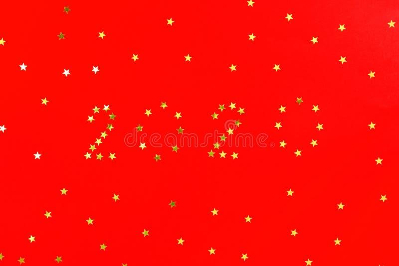 Πρότυπο σχεδίου ευχετήριων καρτών χειμερινών διακοπών καλής χρονιάς 2020 Χρυσά ακτινοβολώντας αστέρια αφισών, εμβλημάτων ή πρόσκλ στοκ φωτογραφίες
