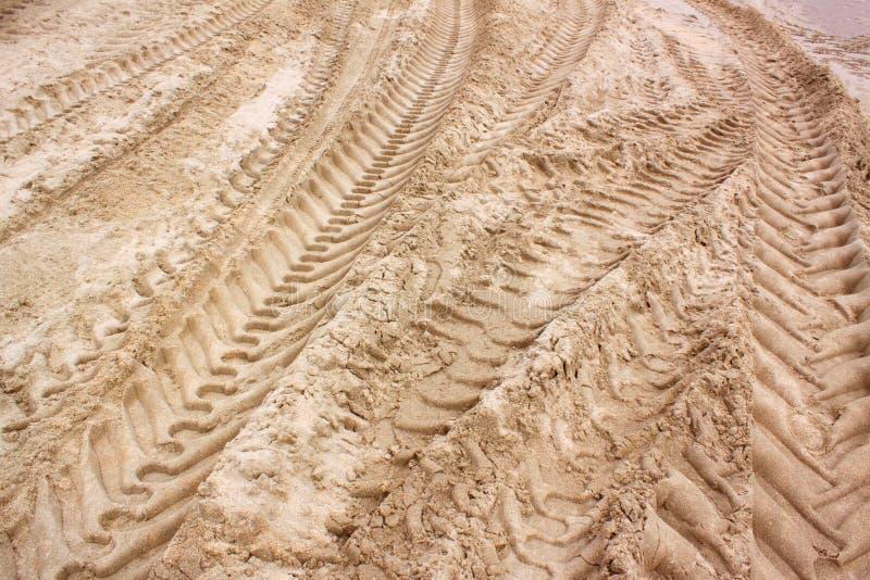Πρότυπο της ρόδας τρακτέρ που τυπώνεται στην παραλία άμμου στοκ φωτογραφίες με δικαίωμα ελεύθερης χρήσης