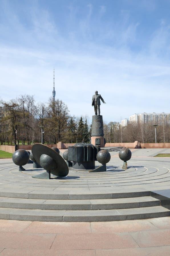 Πρότυπο του ηλιακού συστήματος με τους περιστρεφόμενους πλανήτες, Μόσχα, Ρωσία στοκ φωτογραφίες με δικαίωμα ελεύθερης χρήσης