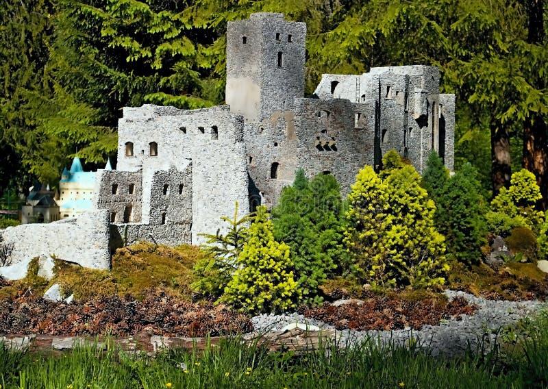 Πρότυπο των καταστροφών του κάστρου Strechun στο πάρκο MiniSlovakia τον Ιαν. Liptovsky στοκ εικόνες