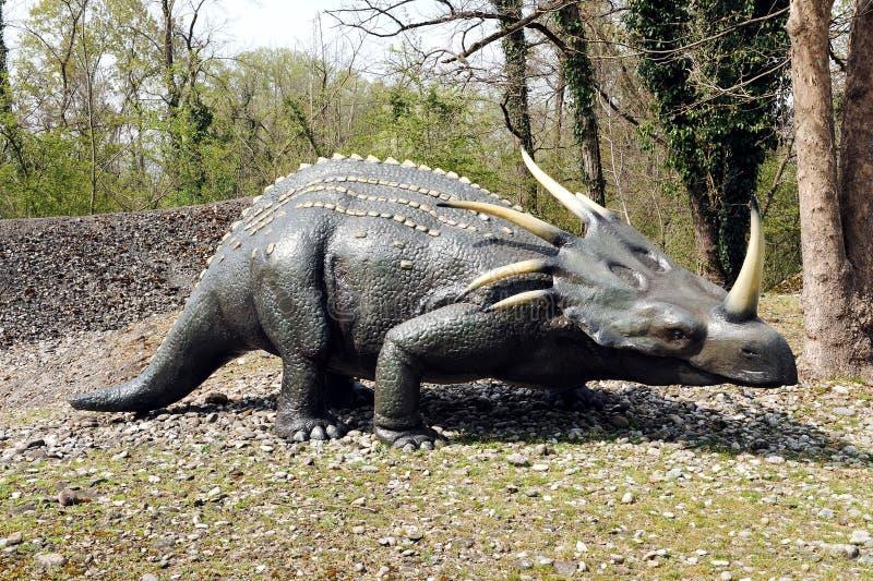 Πρότυπο Styracosaurus στο υπαίθριο θεματικό πάρκο στοκ εικόνες με δικαίωμα ελεύθερης χρήσης