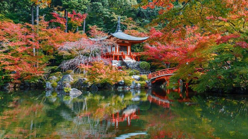 Πρώιμο φθινόπωρο στο ναό Daigoji στο Κιότο στοκ φωτογραφίες