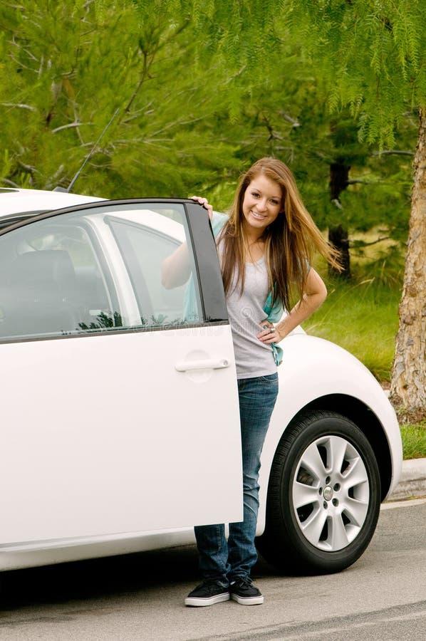 πρώτος έφηβος αυτοκινήτω&n στοκ εικόνες