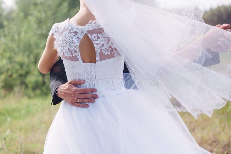 Πρώτος χορός της νύφης και του νεόνυμφου στοκ φωτογραφίες με δικαίωμα ελεύθερης χρήσης