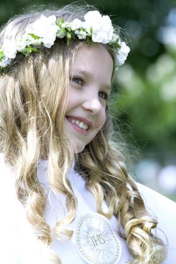 πρώτο κορίτσι κοινωνίας αυτή ιερή στοκ φωτογραφία με δικαίωμα ελεύθερης χρήσης
