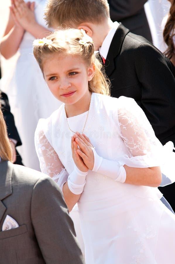 πρώτο κορίτσι κοινωνίας ιερό στοκ φωτογραφία με δικαίωμα ελεύθερης χρήσης