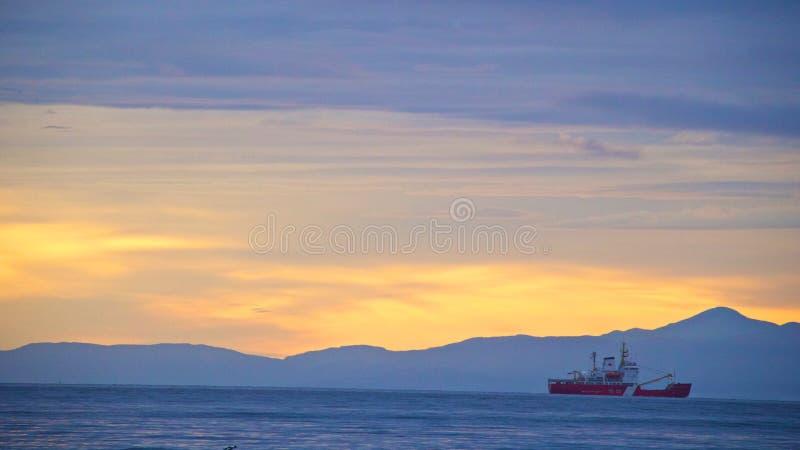 Πρώτο φως πέρα από τα στενά του Juan de Fuca στοκ φωτογραφία με δικαίωμα ελεύθερης χρήσης