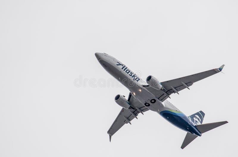 Πτήση αερογραμμών της Αλάσκας που προετοιμάζεται να προσγειωθεί σε Boise Αϊντάχο στοκ εικόνες
