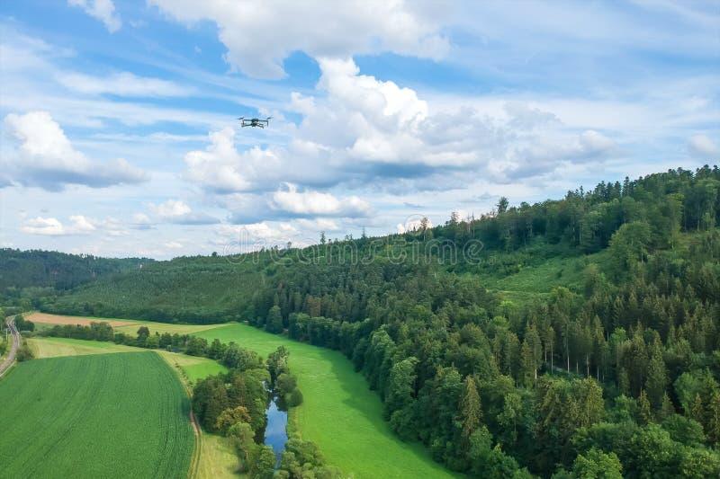 πτήση κηφήνων πέρα από τη μαύρη δασική νότια Γερμανία περιοχής στοκ φωτογραφία με δικαίωμα ελεύθερης χρήσης