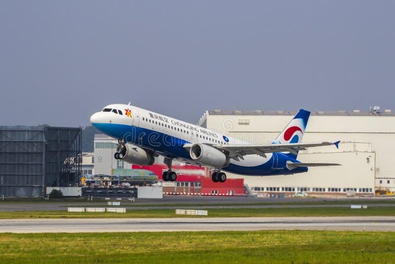 Πτήση παράδοσης airbus αερογραμμών Chongqing A320 στοκ εικόνες