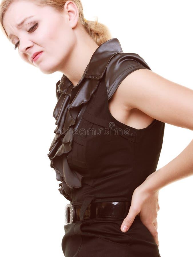 πτυχίου Νέα γυναίκα που πάσχει τον πόνο στην πλάτη που απομονώνεται από στοκ εικόνες