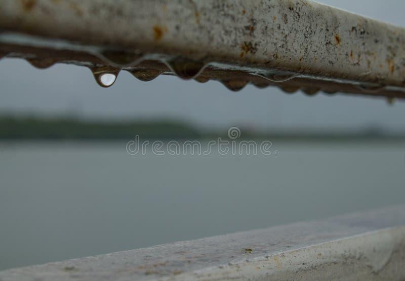 Πτώσεις ένωσης του νερού στις ράμπες στοκ φωτογραφίες