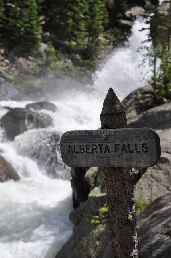 Πτώσεις Αλμπέρτα, δύσκολο εθνικό πάρκο βουνών στοκ εικόνες