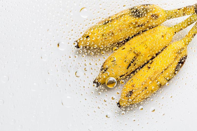 Download Πτώσεις νερού του υποβάθρου μπανανών Στοκ Εικόνα - εικόνα από μακροεντολή, καρπός: 62717615