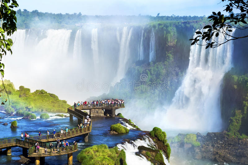 Πτώσεις Iguazu, στα σύνορα της Αργεντινής και της Βραζιλίας στοκ φωτογραφία με δικαίωμα ελεύθερης χρήσης