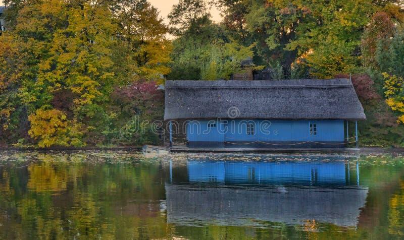 Πτώση στη λίμνη στοκ φωτογραφία με δικαίωμα ελεύθερης χρήσης