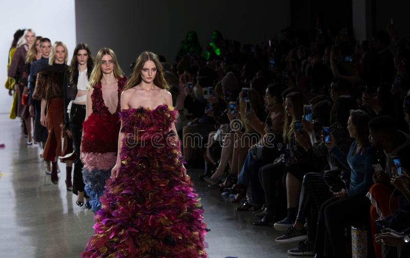 Πτώση της Vivienne HU/χειμερινή συλλογή κατά τη διάρκεια της εβδομάδας μόδας της Νέας Υόρκης στοκ φωτογραφίες