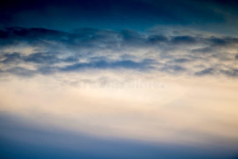 Πυκνά σύννεφα ηλιοβασιλέματος στοκ εικόνα
