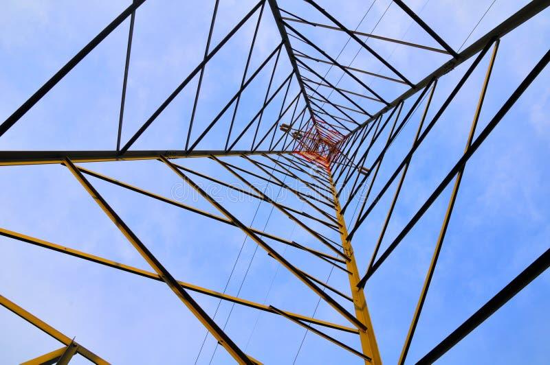 Πυλώνας ηλεκτρικής ενέργειας, κατώτατη όψη στοκ φωτογραφία με δικαίωμα ελεύθερης χρήσης