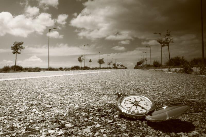 Πυξίδα στο δρόμο στοκ εικόνες
