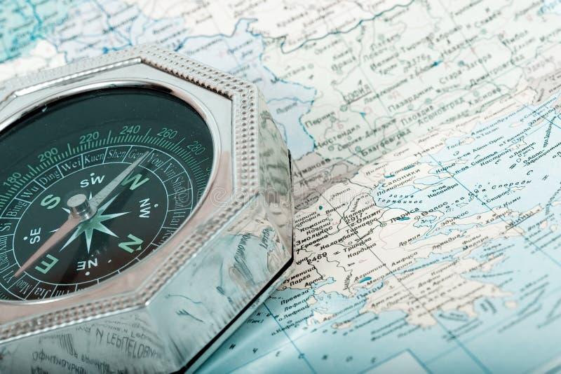 Πυξίδα στο χάρτη στοκ εικόνες
