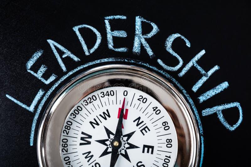 Πυξίδα με το κείμενο ηγεσίας στοκ εικόνες