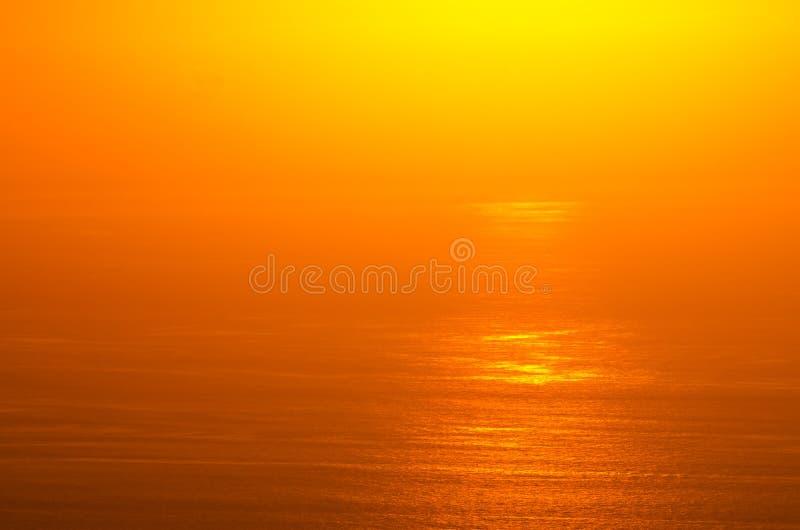 Πυράκτωση ανατολής του ωκεανού στοκ εικόνα με δικαίωμα ελεύθερης χρήσης